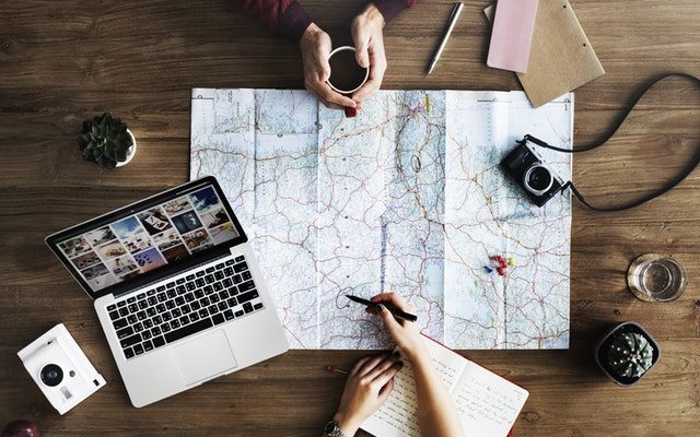 5 Differences Between Tour Guide Leaders and Travel Agent Leaders